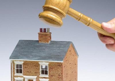 Sprzedaż nieruchomości dłużnika – kiedy następuje i na jakich zasadach