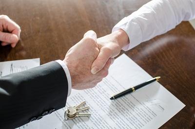 Umowa przy pożyczkach i kredytach. Na co zwrócić uwagę?