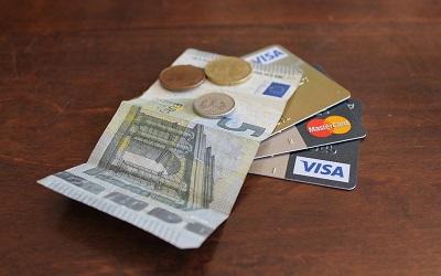 Pożyczki i kredyty - które rozwiązanie jest lepsze?