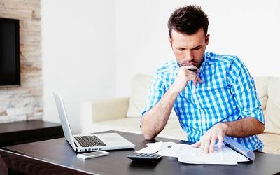 Pożyczka w biurze kredytowym i przez internet - co dla kogo?