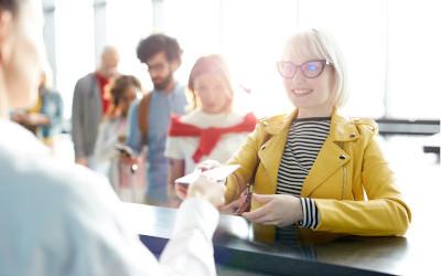 Jak pożyczać, pracując za granicą